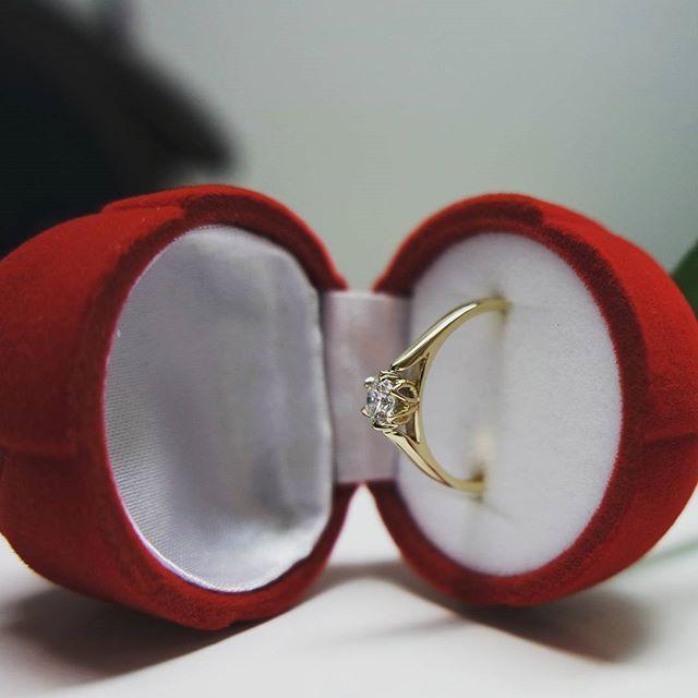 Prapremiera nowego modelu pierścionka zaręczynowego z wyjątkowym brylantem o masie 0,25 ct, barwie D i czystości VS. Poznajcie WZ 587!