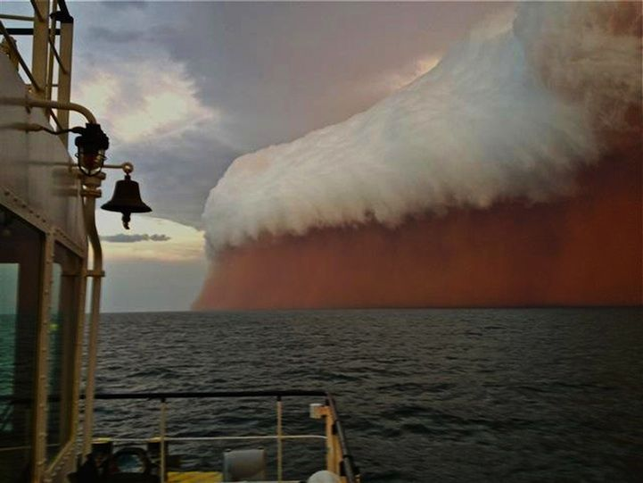 Australia's Surreal Red Wave - Jan 9 2013 - brewing thunderstorm moved reddish colored sand and dust over the Indian Ocean. Brett Martin. #Australia