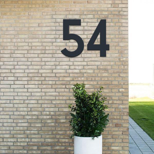Husnummer. Sort. 40 cm. Klassisk skrift. Sort udendørs plast
