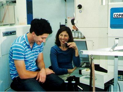 Lovely and Amazing, 2001, d. Nicole Holofcener. Seen 1 April 2012