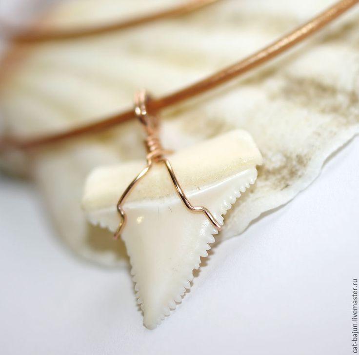 Купить Золотой кулон с зубом акулы (розовое золото) - белый, зуб акулы, кулон с зубом