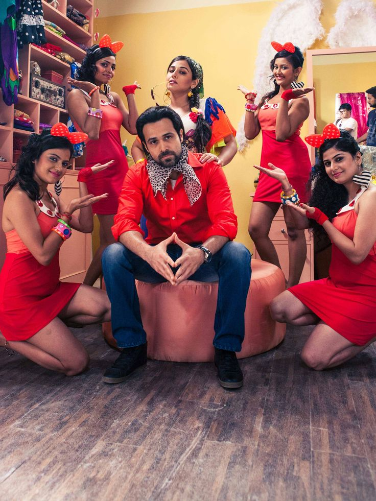 Our Ghanchakkar might have lost his memory but he surely hasn't forgotten how to charm the ladies.
