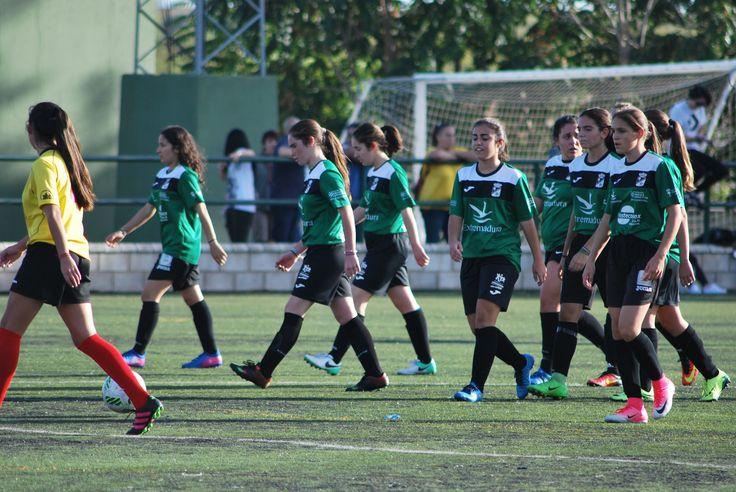 FOTOS FILIAL PRETEMPORADA  Extremadura 2-1 Santa Teresa  Todas las fotos en nuestro perfil oficial en Facebook  #soloparavalientes #Extremadura #futbol #femenino #futfem #azulgrana #adn #apuestaextrema #jutosmasfuertes