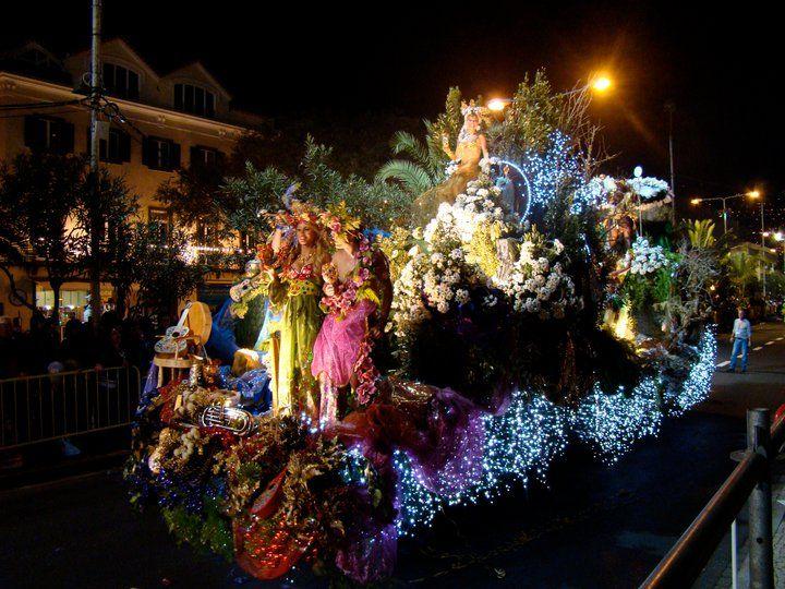"""Reise-Idee für den Winter und Flucht vorm Rheinischen Karneval; Nutzung der Feiertage / Langes Wochenende: Nicht nur In Rio de Janeiro, auch auf der Insel Madeira wird derKarnevalausgeprägt gefeiert. Karneval auf Madeira (port. """"Carnaval na"""