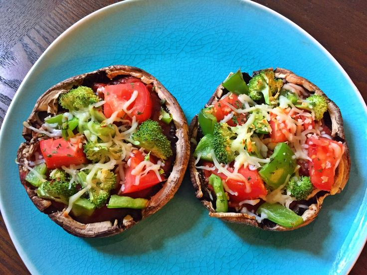 Portobello Mushroom Pizza!  21 Day Fix portobello mushroom pizza, healthy pizza, 21 day fix recipes, dinner ideas, Autumn Calabrese, beachbody, Insanity Max 30 recipes, vegetarian, eat clean, easy recipes