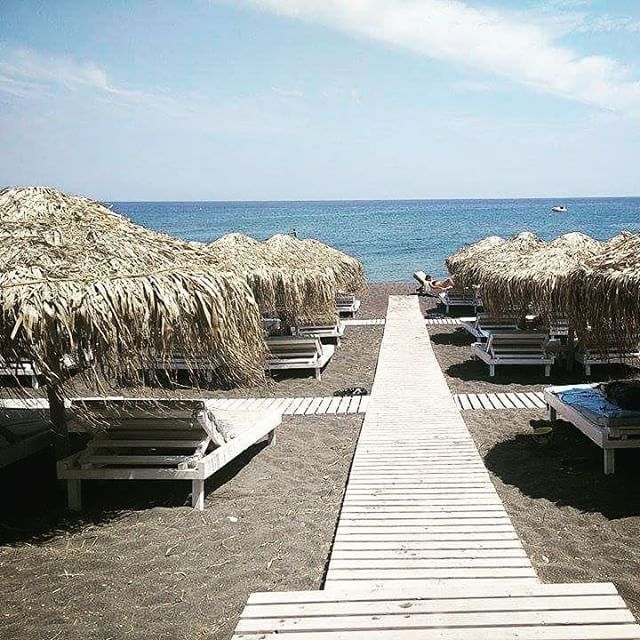 Perivolos #beach #Santorini  Photo credits: @peagreeeen