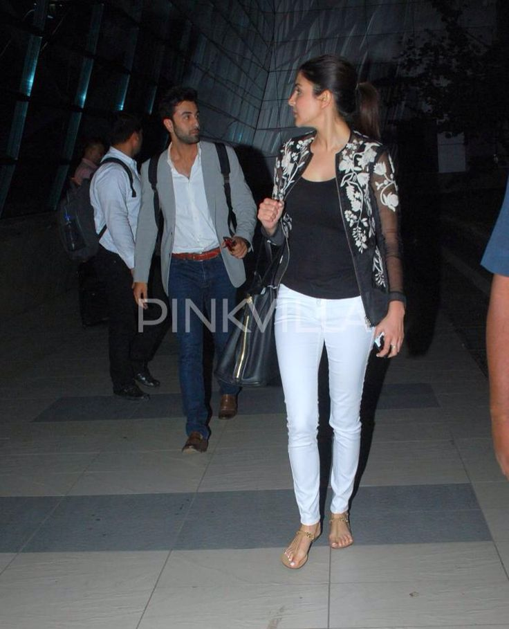 Ranbir Kapoor and Anushka Sharma have been busy with the promotions of their movie 'Bombay Velvet'. They are clicked here at the airport, during their return from a promotional tour. Ranbir and Anushka seemed to be in a good mood and posed for the clicking shutterbugs. However, check out what Ranbir is doing behind co-star Anushka's back. Isn't that cute?