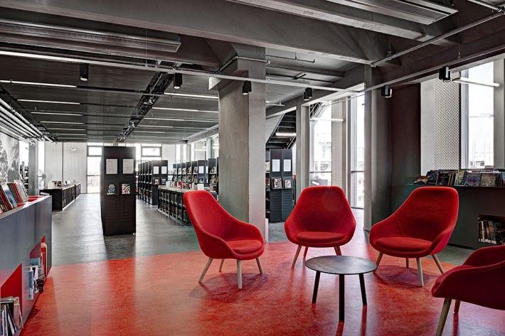 ARhus, Roeselaarse stadsbib. & kenniscentrum omarmt HAY... About A Lounge (AAL) - HAY - copyright picture: Klaas Verdu