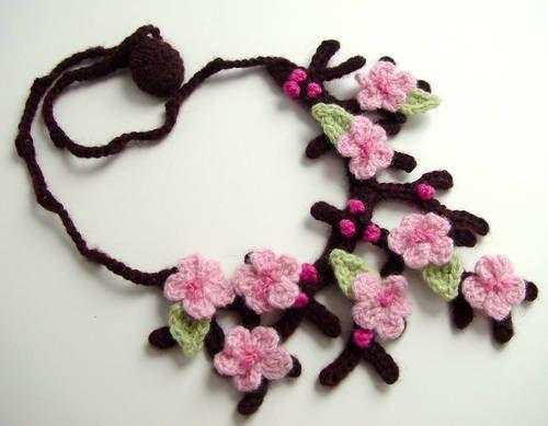 Cherry Blossom/Sakura necklace - CROCHET                                                                                                                                                     Más