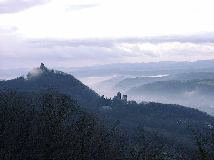 Ruine Drachenfels und Schloss Drachenburg in Königswinter
