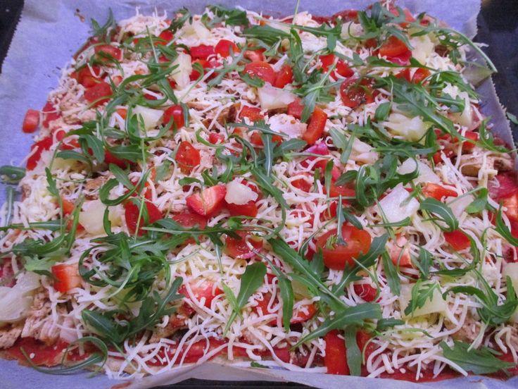Lauantai, leffaa ja pizzaa!! Kun gluteiiniviljat on pannassa ja monet karppipohjat niin rasvaisia ja maistuvata kananmunalta yritti tämä ke...