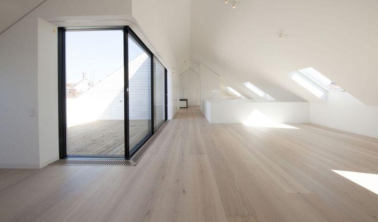 Wimmer | handcrafted floors - Exklusivdiele, gekalkte Dielenboden in Eiche, gebürstet, Farbon Bologna geölt und gewachst. Dielenlängen bis 5 Meter und Breiten bis 33 cm. | luxury wooden flooring, wide plank flooring