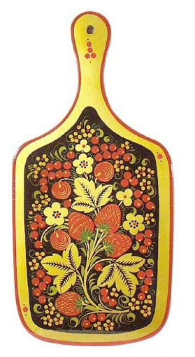A wooden chopping board is decorated with Russian folk Khokhloma painting. A pattern with strawberries.