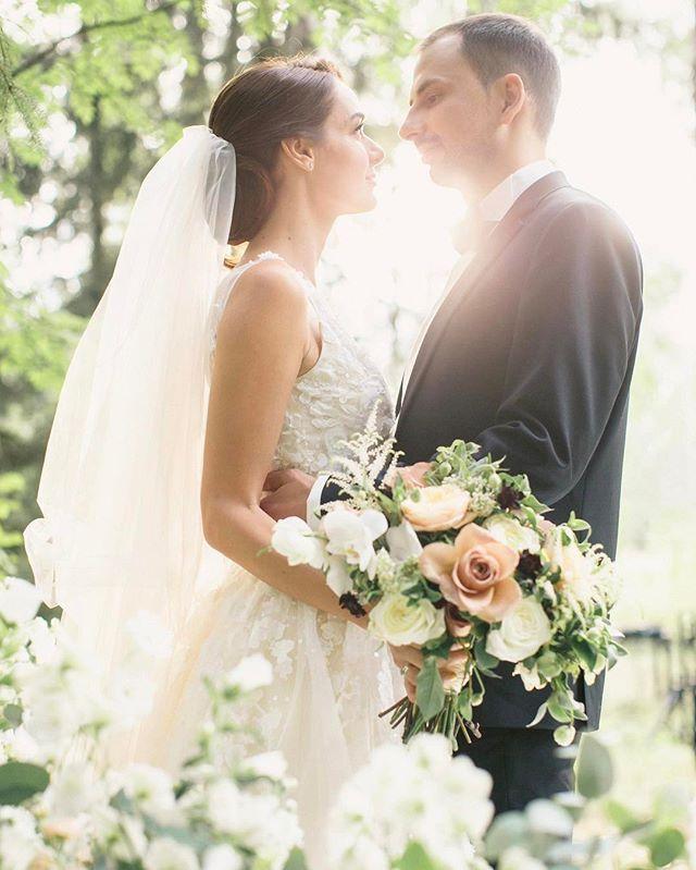 Продумывая тайминг свадебного дня, мы всегда стараемся найти время для магических по красоте фотографий наших пар в лучах закатного солнца  #ajurwedding  Wedding planner @ajur_wedding  Photo @foter | @andy_fadeev  Bouquet @decorate.your.life | @mrsivanova MUAH @nataliyastrebova свадебное #luxurywedding #женихиневеста #eventplanner #свадьба #ajurwedding #wedding #организациясвадьбы #лучшеесвадебноеагентство #mariage #married #beautifulcouple #weddinginspiration #weddingdream…