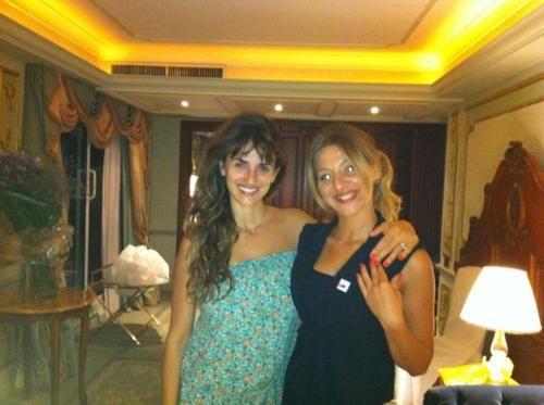 Penelope Cruz e Silvia Monteferri (CND VIP Manicurist) in posa con un manicure CND SHellac in Tropix!    www.cndshellac.it   Twitter: @CNDItalia: Manicures Cnd, Cnd Vip, Katia Anna, Www Cndshellac It Twitter, Indossano Cnd, Cnd Shellac, Anna Calabrò, Entramb Indossano, Con Penelope