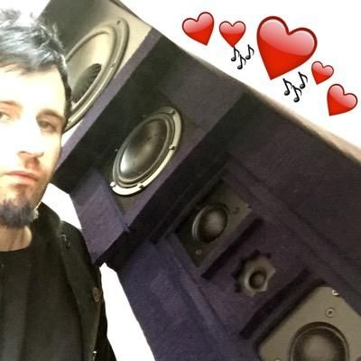 Rob Swire's new icon on Twitter oml