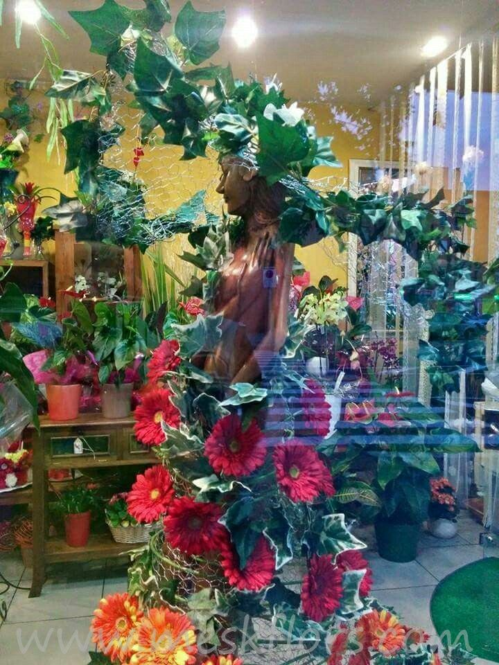 escaparate floristeria showcase shop florist flowers  www.meskflors.com