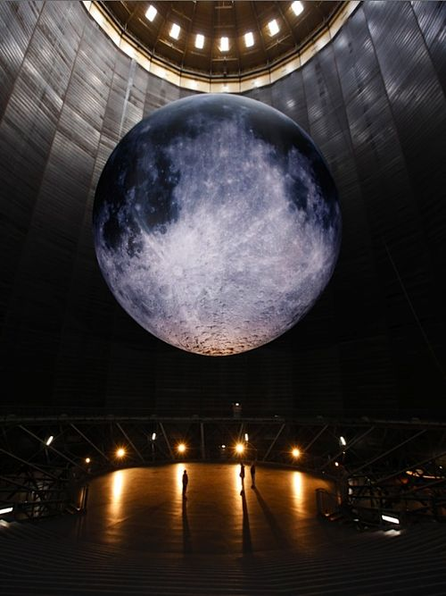 Gasometer Oberhausen's exhibition design, showing the perceived magnitude of the moon