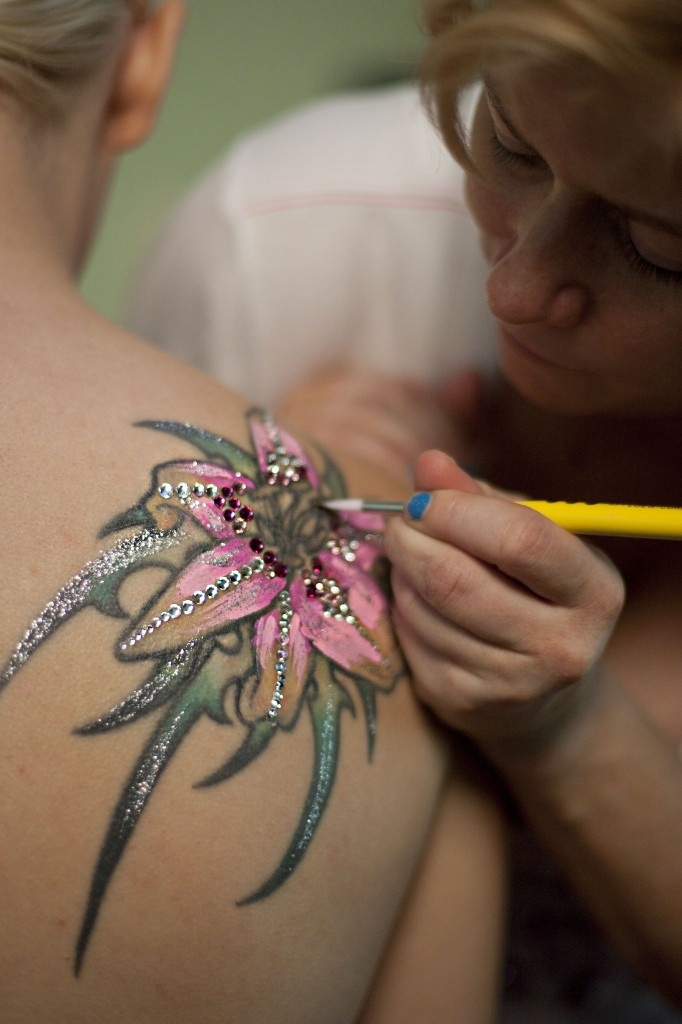 Lovely idea for a bride with a tattoo Also Lovely idea to Paint a tattoo like this on a bride's shoulder or a maid of honor's shoulder for the wedding and wedding reception, lots of fun http://www.ocbridemag.com/