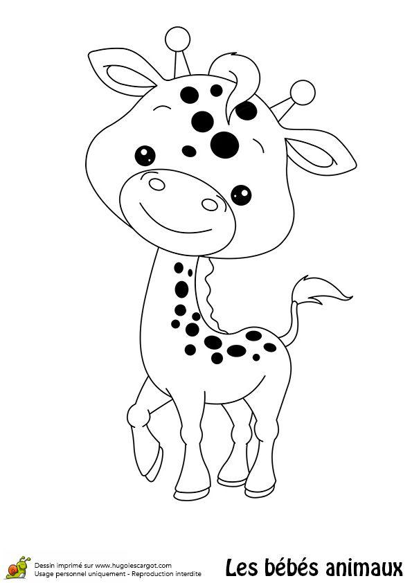 Un bébé girafe arborant un petit sourire, à colorier