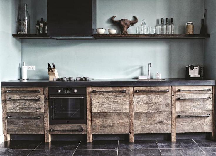 Oud eiken keuken: industriële Keuken door RestyleXL