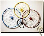 Cordeiro, Waldemar   Contra o Naturalismo Fisiológico Op. , 1965   madeira e rodas de bicicleta   110 x 150,5 cm   Reprodução fotográfica Romulo Fialdini