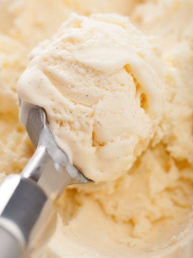 lait entier, crême fraîche, extrait de vanille, sucre fin, sel