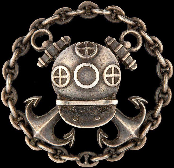 15 декабря 1897 года был утвержден знак для офицеров, окончивших с успехом курс в Водолазной школе.
