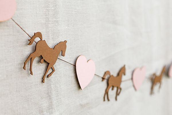 Η Κωνσταντίνα Λαφάρα από τη Soo Events μοιράζεται σήμερα μαζί μας πολύ όμορφες ιδέες για πάρτι γενεθλίων με θέμα το αλογάκι! Σίγουρα θα λατρέψετε αυτό το πάρτι με ροζ κα�…