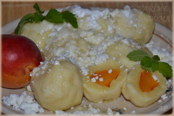 Ovocné knedlíky z tvarohovo-krupičkového těsta