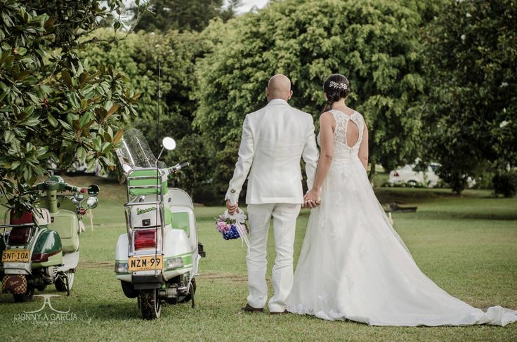 #FotografiaBodas #Fotografia #BodasMedellin #Bodas #Medellin #Matrimonio #WeddingPhotography #PhotoWedding #WeddingPhotographer #Vintage #destinationwedding #Vespa
