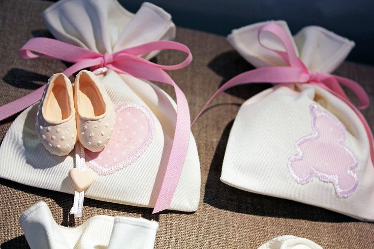#Sacchetti con nastri e #gessetto a scarpina per nascite #bambine.