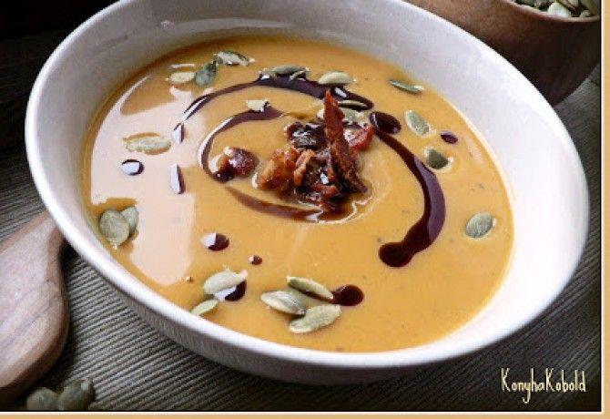 Almás-chilis sütőtökkrémleves hozzávalók: tök, alma, kókusztej, húsleveslé, szerencsendió, chili, méz, vaj, vöröshagyma...