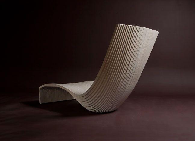 Ein schwarzer Stuhl der Kollektion Pipo