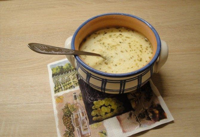Tejfölös-rozmaringos krumplileves