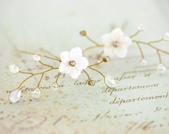 81_Gold bruids haar pin bloem haar pin, Floral haar pin, witte bloem pin, Mother of Pearl bruiloft accessoires, Rhinestone haar pin. Instellen