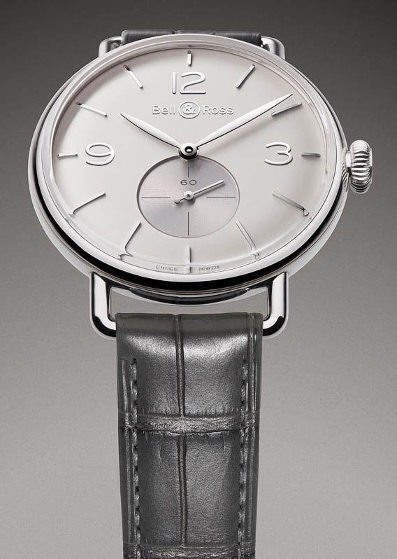 La Cote des Montres : La montre Bell & Ross Vintage WW1 Argentium® - L'horloger précurseur remet en scène un métal oublié : l'Argentium®  fabuleuse avec le bracelet héritage beige