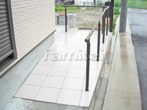 施工例玄関スロープ 床タイル貼り INAXイナックス グレイスランド300角 GRL-11 LIXILリクシル バリアフリー 段差ステップ解消(現場番号:00018049)