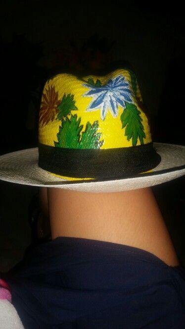 Sombrero base amarilla