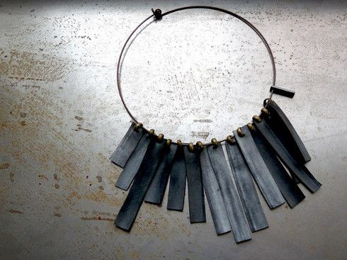 Artematta necklace with rectangular strings made of tyre and attached to a copper round chain.