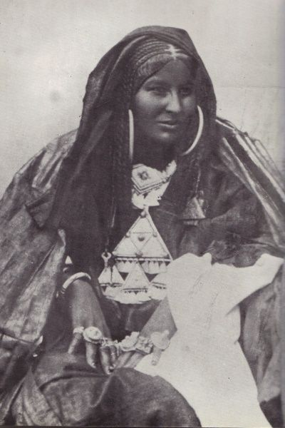Africa | A portrait of the Tuareg poetess Dassine Oult Yemma. (1885 - 1930. Hoggar) | Photographer ?