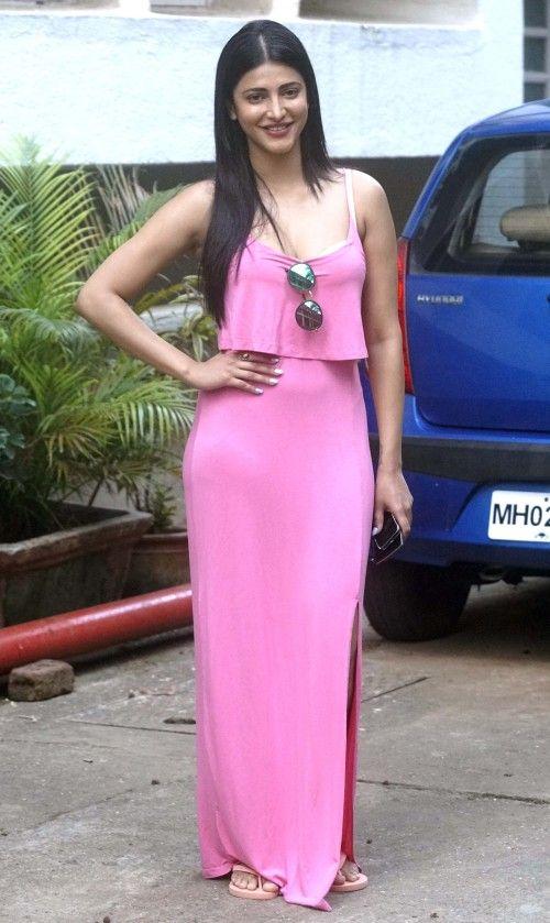 Shruti-Haasan-Side-Slit-Pink-Maxi-Gown-4-500×839