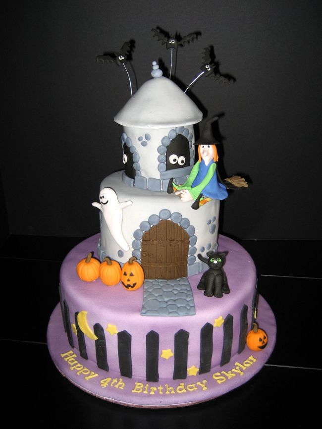 how to make a halloween haunted house cake