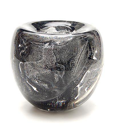 Dikwandige vrijgeblazen helderglazen Unica vaas AA 181 met antimooncraquelé en met aan drie kanten ingedrukte decoratie van paarden en vogels met helderglazen overlay ontwerp A.D.Copier 1949 uitvoering Glasfabriek Leerdam