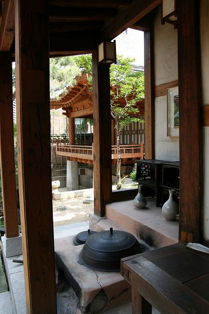 indoor and outdoor aspects of Korean homes Hanok by Paul Matthews in Korea, via Flickr