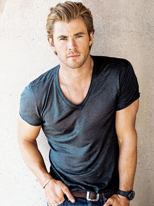 best 25 chris hemsworth ideas on pinterest