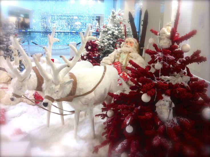 Pere #noel décoratif dans votre centre commercial Nicetoile. Découvrez toute notre décoration féérique de noel pour le plaisir des petits comme des plus grands !