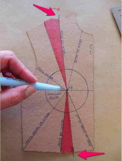 Vamos ensinar a fazer o transporte de pences do ombro do molde básico do corpo para a pence da cintura, fazendo uma combinação das duas. Confira como fazer.