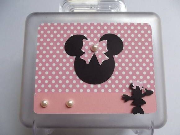 Maletinha da Minnie    Uma linda lembrança de aniversário.    Pode ser feitas em outros temas, favor entrar em contato.    O preço é unitário.