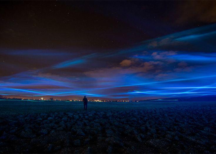 Daan Roosegaarde's Waterlicht mimics northern lights